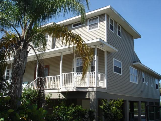 4 bedroom waterside homes walk to beach